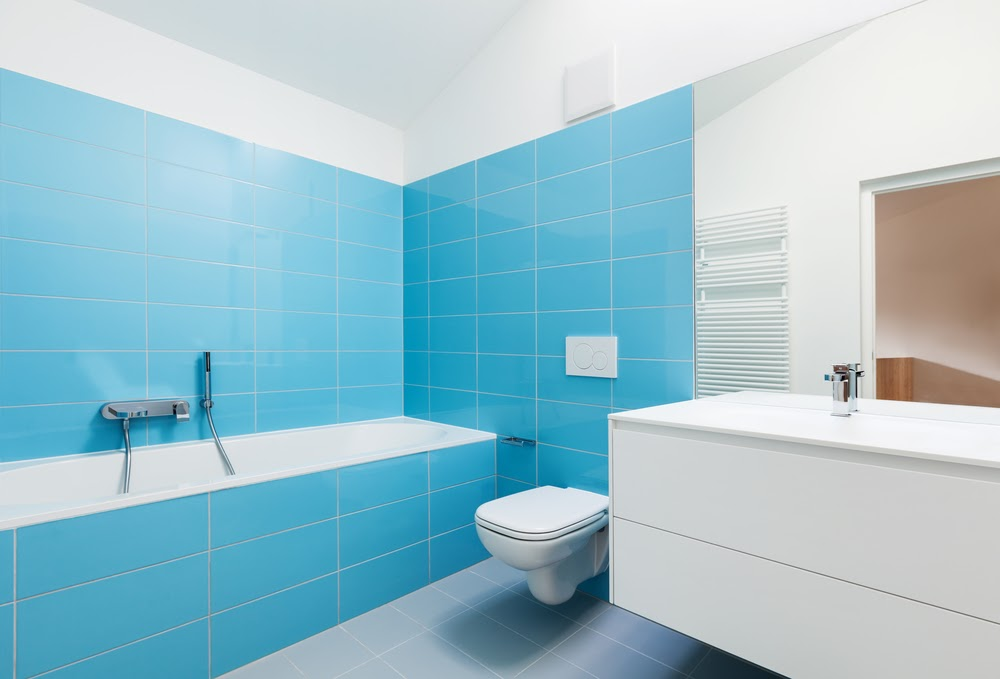 amenajare baie faianta albastra
