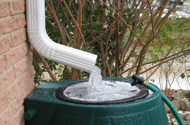 Redu consumul de apa cu ajutorul apei de ploaie