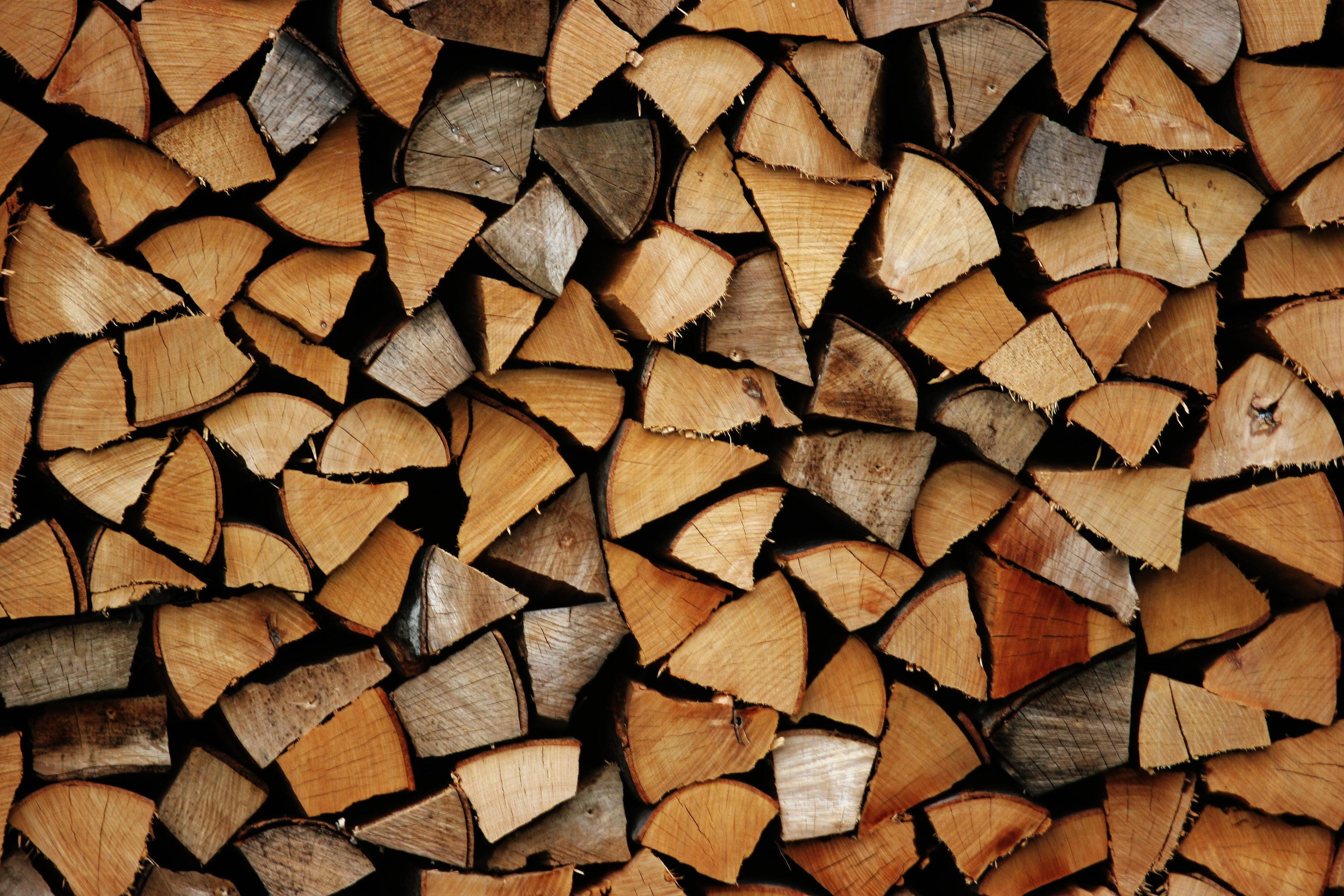 Stivuire lemn de foc