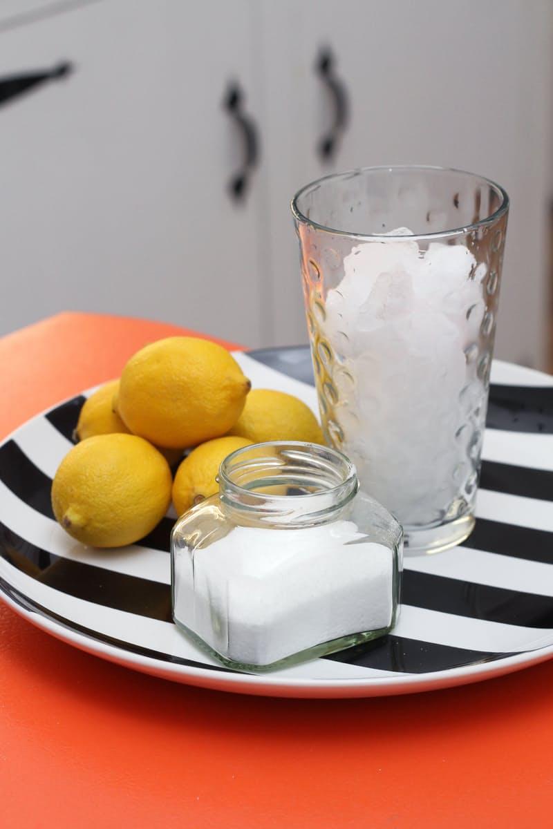 Cuburi de gheata cu sare si lamaie