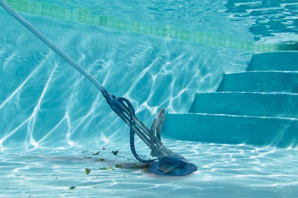 Eliminarea mizeriei din bazinul de înot