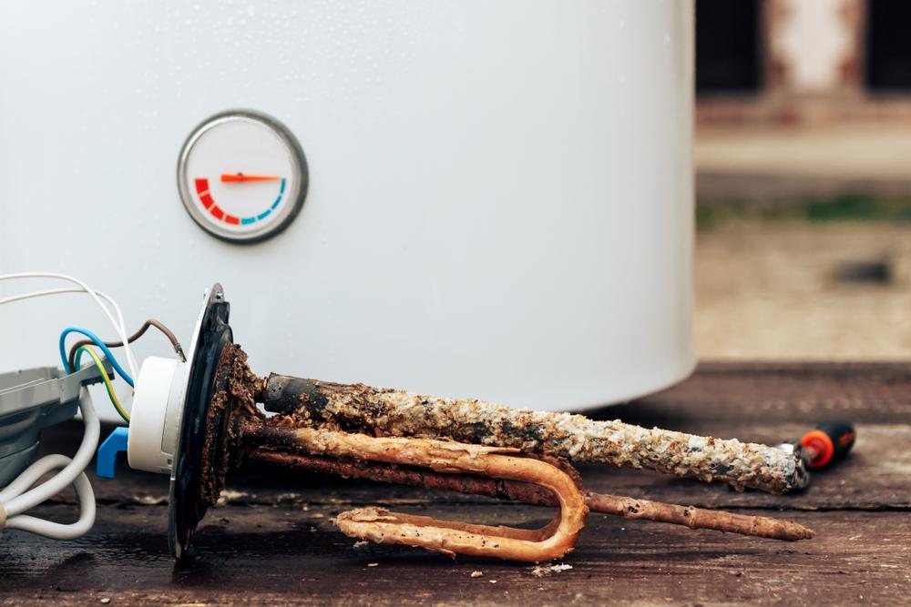 Acumularea de calcar pe rezistenta de incalzire a boilerului