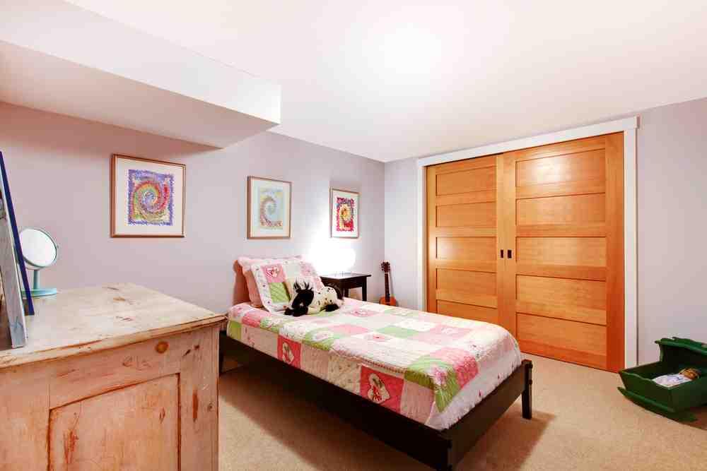 Dormitor la subsol - idei de amenajare