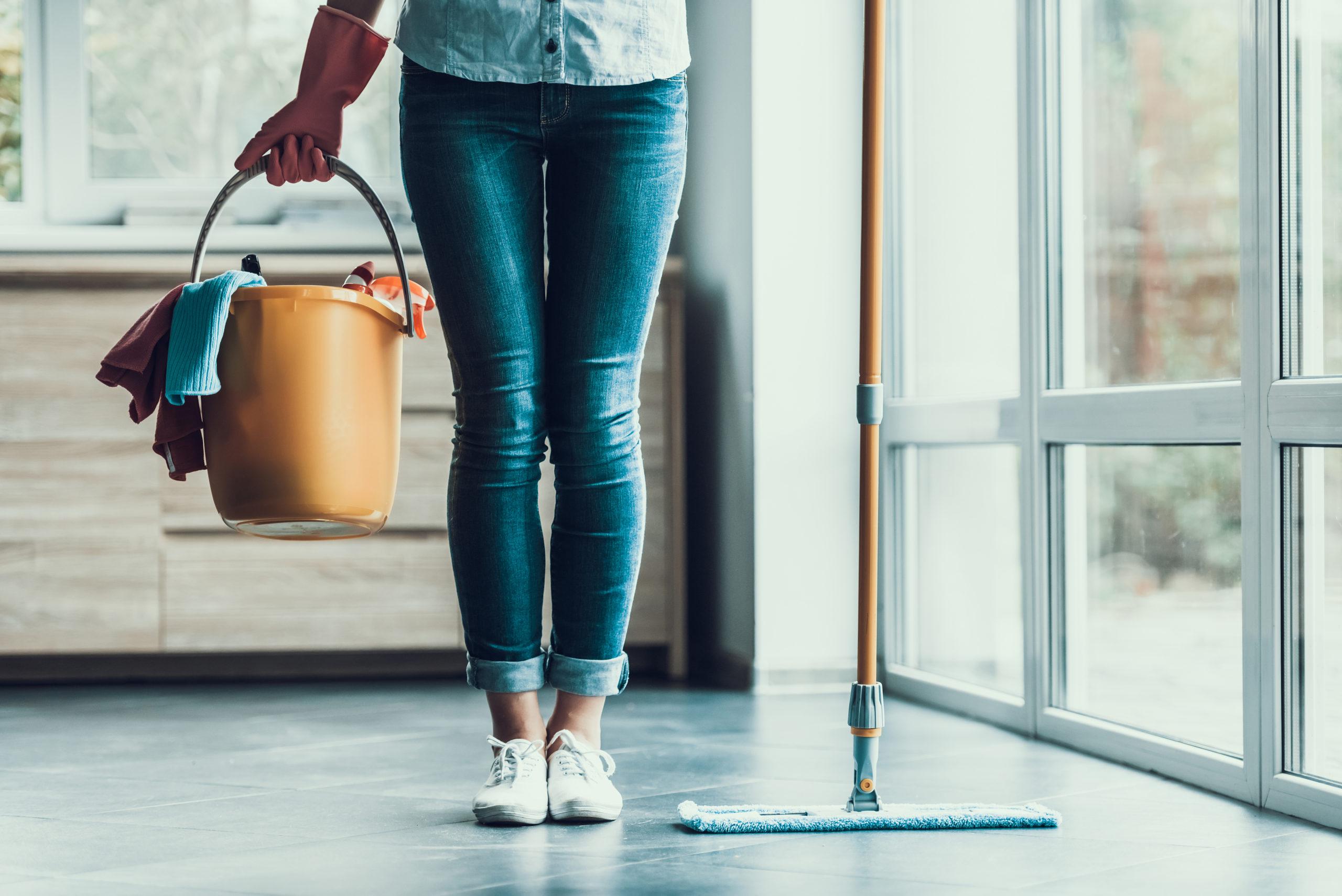 Cum dezinfectezi suprafețele din casă