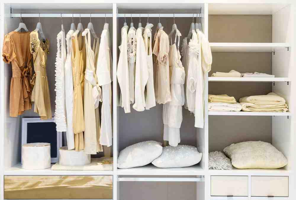Aranjarea hainelor in dressing