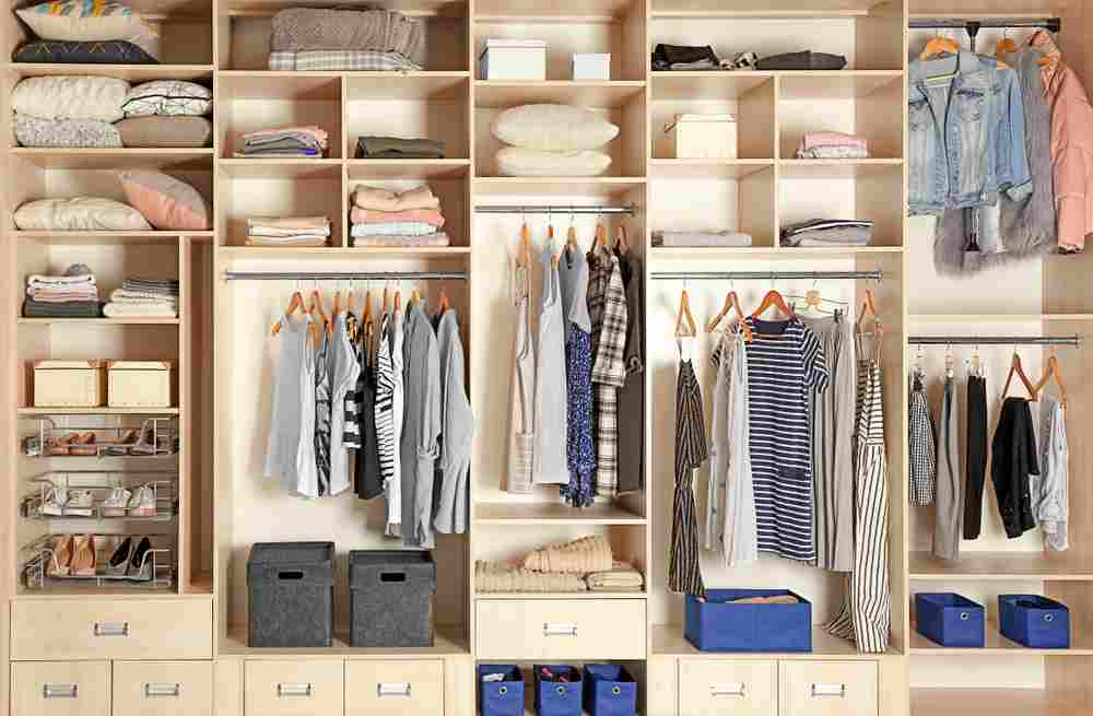 Aranjarea hainelor în dressing