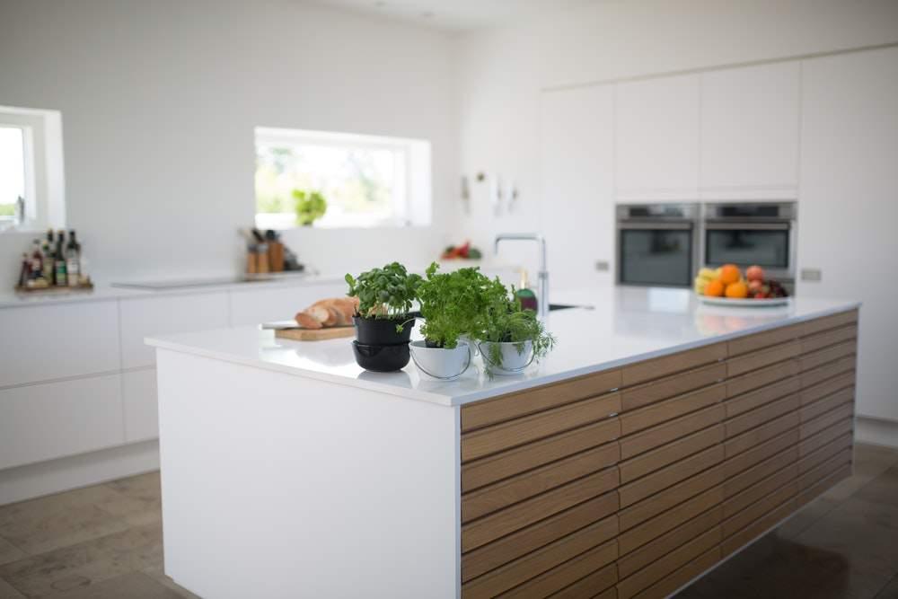 culori care se regăsesc în bucătăriile minimaliste