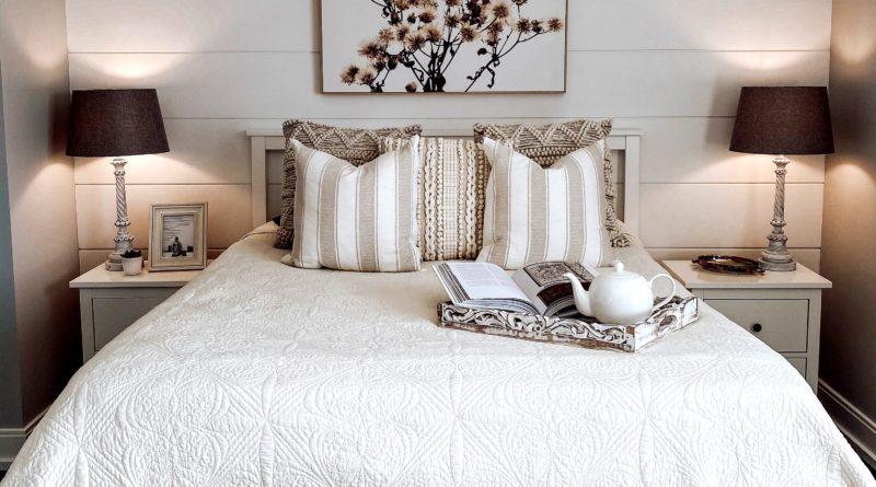 Iluminarea dormitorului trebuie stratificata pentru a raspunde tuturor nevoilor