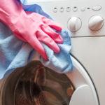 Cum cureți și întreții corect mașina de spălat rufele – recomandări ca să-i prelungești durata de viață
